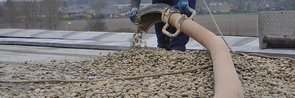 Alle soorten grind kunnen van daken (of vanaf andere locaties) opgezogen worden of juist opgeblazen worden.