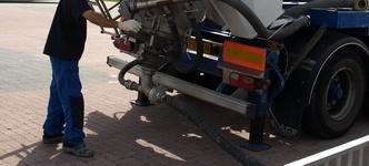 Vacupress vrachtwagen blaast en zuigt droge stoffen over grote afstanden