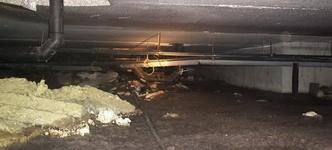 Kruipruimte essentieel voor plaatsing en bereikbaarheid van al het leidingwerk (gas, water, stroom, telefonie en riolering)