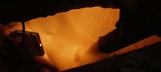 Blazen droge stoffen in een kruipruimte